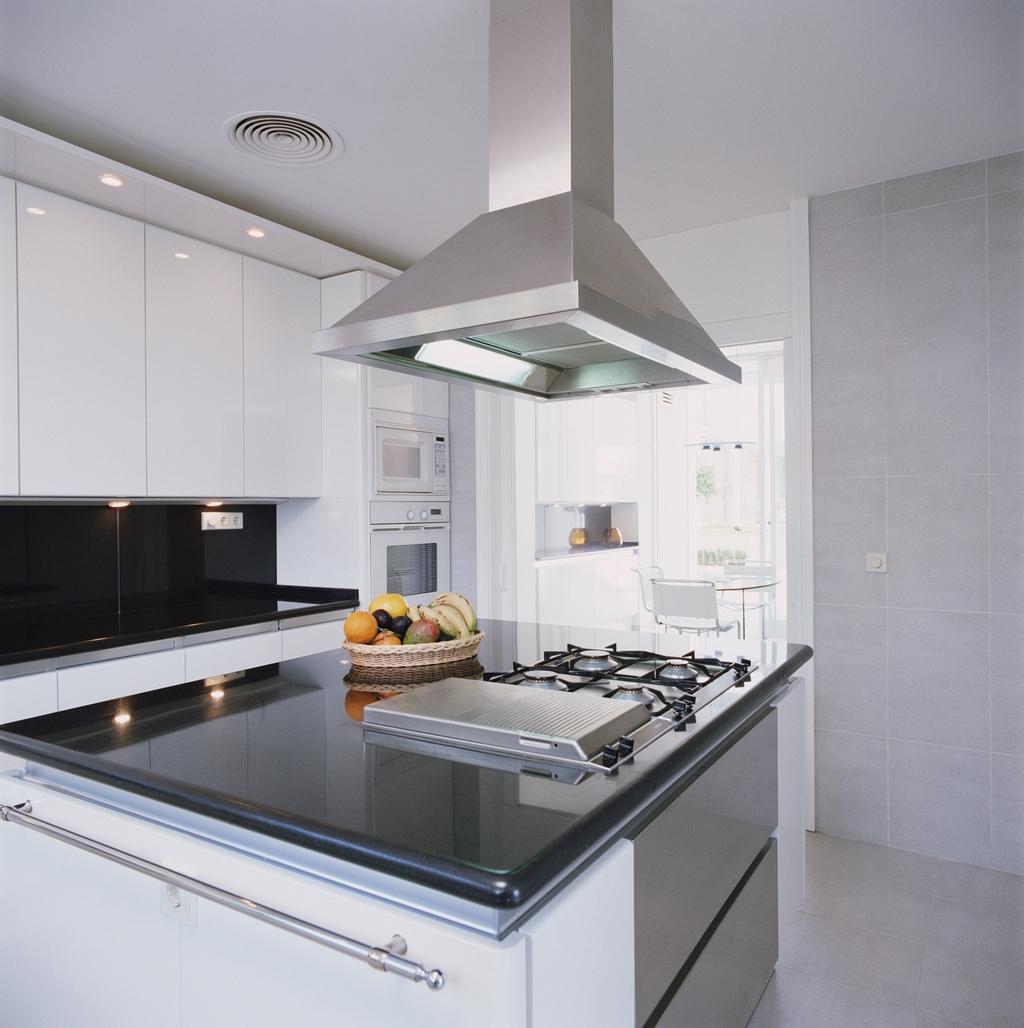 Используем для кухни каминные вытяжки