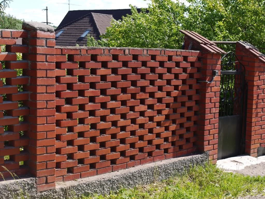 Каменный или кирпичный забор