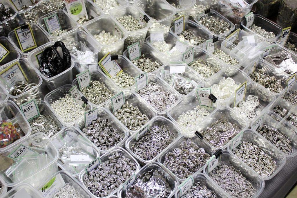 Пластик с металлической окраской