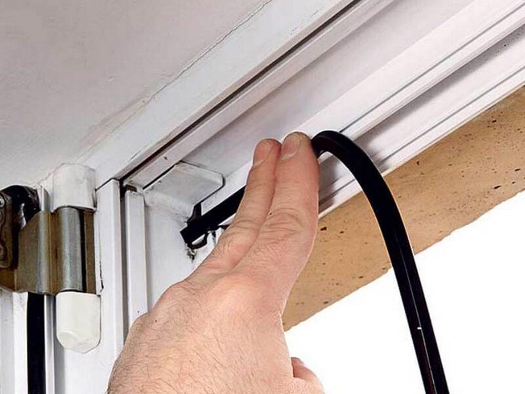 В каких случаях необходима замена уплотнителя на окнах