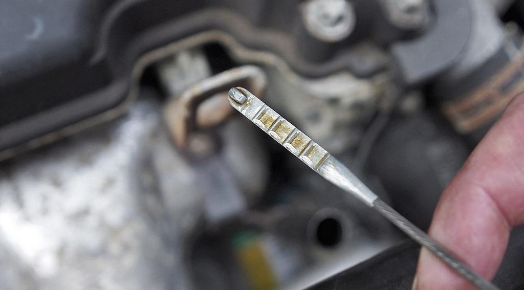 Синтетическое масло для двигателя