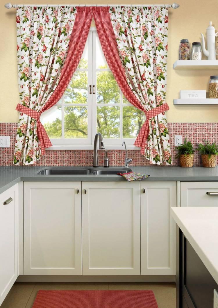 Подбираем цвет кухонных штор
