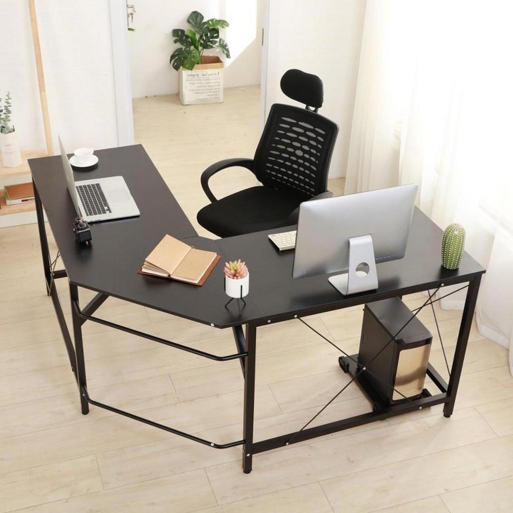 Угловой вариант компьютерного стола