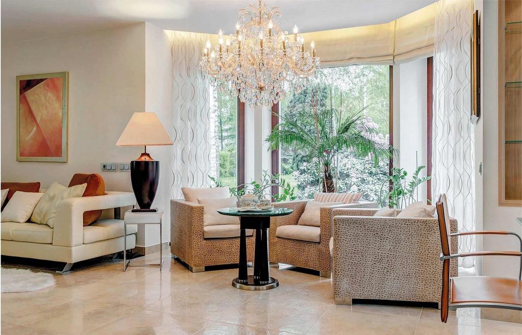 Освещение гостиной в современной обстановке