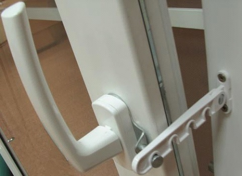 Регулировка окна с помощью откидного элемента.